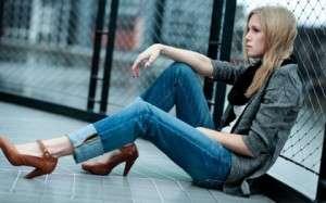 women jeans high heels chain link fence grace weber 1280x800 wallpaper_www.miscellaneoushi.com_60